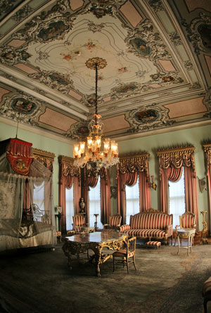 http://www.propertyturkeyforsale.com/images-data/attractions/original-images/the-palace-interior-is-truly-fit-for-a-king-365.jpg