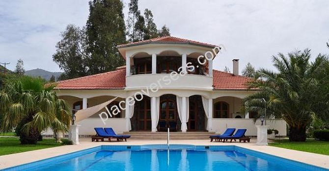Lakeside Villa in Dalaman Akkaya 5 Bedrooms