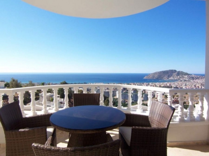 Stunning Alanya Penthouse with Sea Views 3 Bedrooms