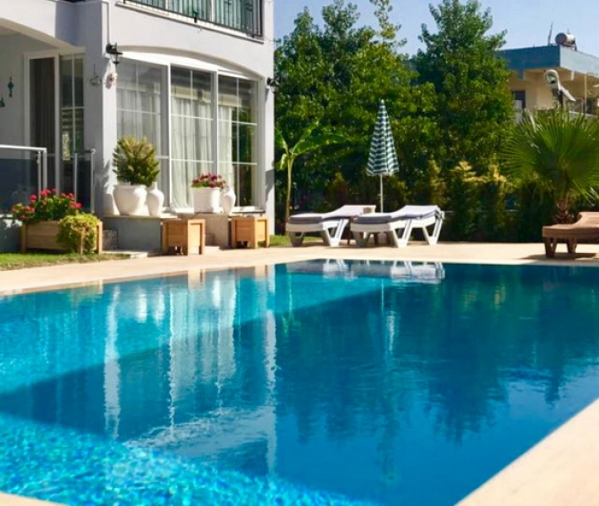Fully Refurbished 2 Bedroom Apartment with Swimming Pool