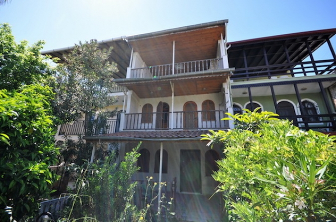 4 Bedroom Triplex Town House For Sale