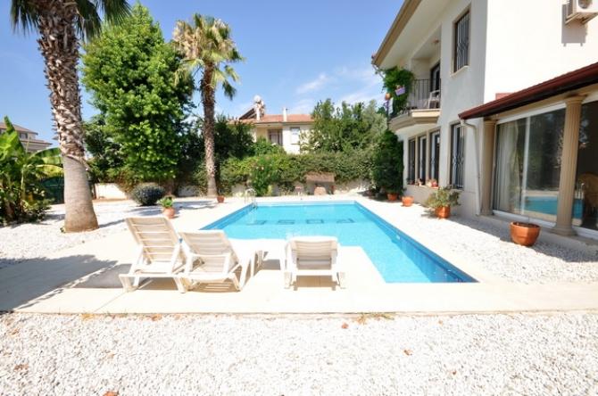 4 Bedroom Detached Villa with Private Pool For Sale