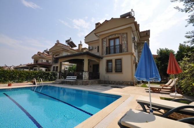 Detached family villa in Calis with pool and gardens