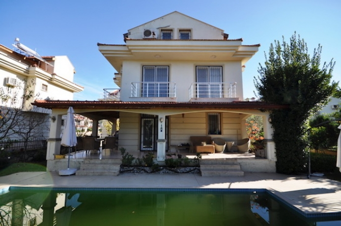 Specious Calis Villa With Swimming Pool