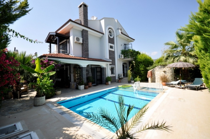 4 Bedroom Detached Triplex Villa with Swimming Pool