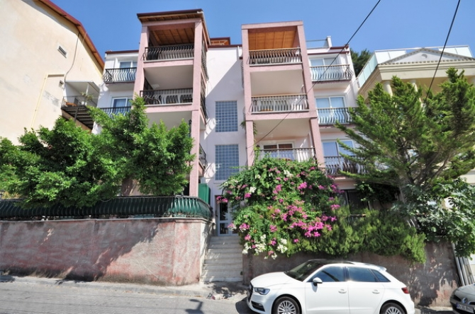 4 Bedroom Apartment with Amazing Sea View For Sale