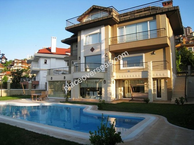 Villa in Istanbul Prime Location with Private Pool 5 Bedrooms