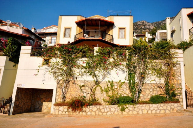 Bargain Detached Villa With Swimming Pool in Kalkan/Antalya