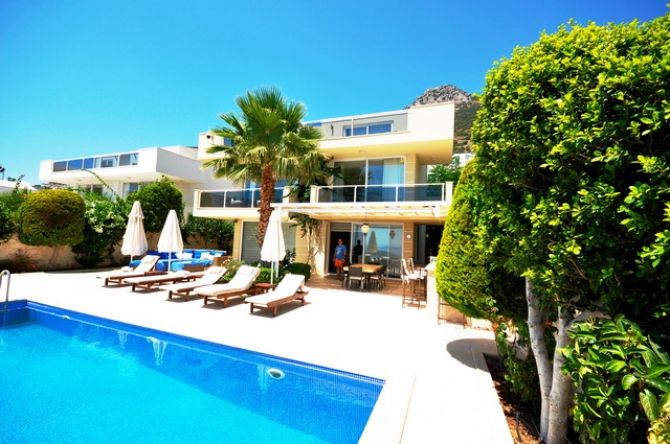 3 Bedroom Detached Villa with Swmimming Pool & Sea View