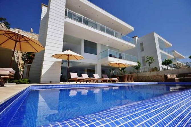 Beautiful seafront Villa in Kisla