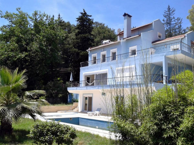 For sale spacious Villa in Kemer Baycik with Pool