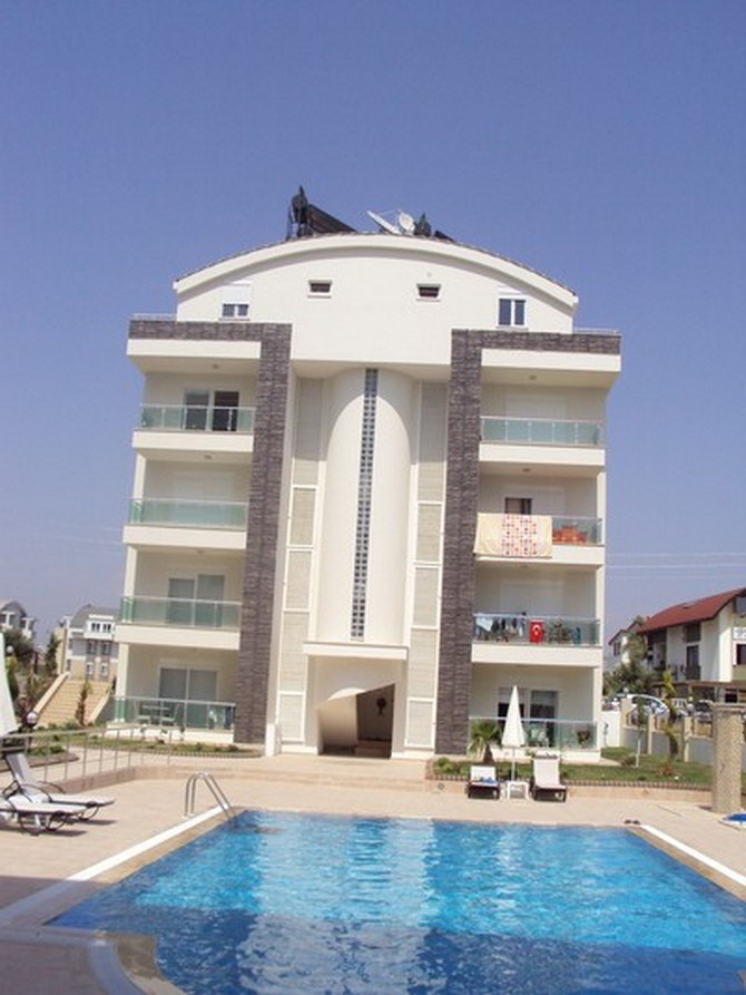 Spacious Side Apartment 2 Bedrooms for sale