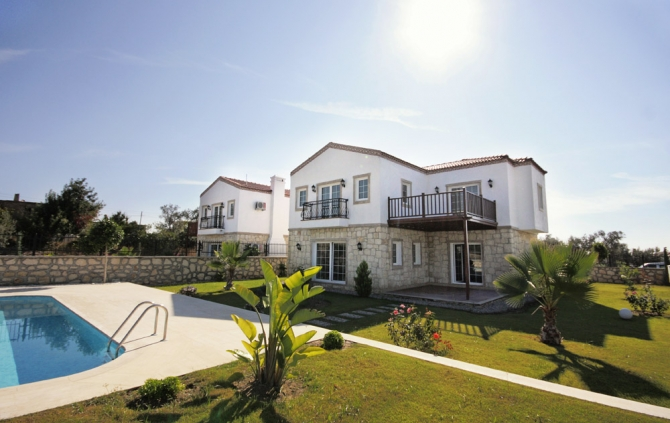 Side Villa swimming Pool 3 Bedrooms for sale 10% DISCOUNT currently available