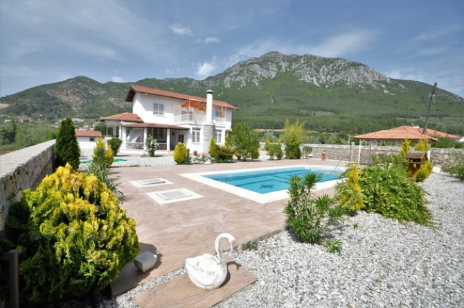 3 Bedroom Villa with Private Pool and Garden For Sale