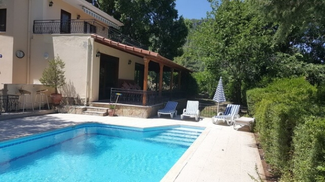 Four Bedroom Detached Villa On The Edge of the Pine Forest