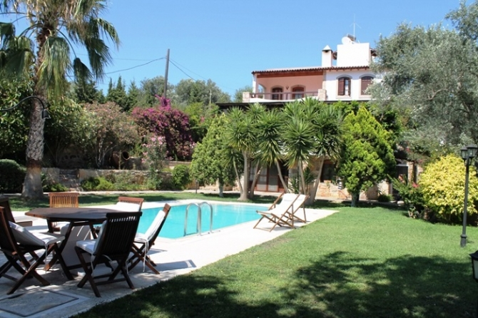 6 bed Spacious house for sale in Yalikavak town centre