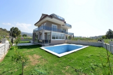 Bargain priced villa close to beach in Koca Calis for sale