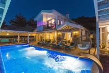 Luxury Fully Furnished Villa with Superb Nature Views
