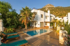 4 Bedroom Detached Villa with Swimming Pool and Sea View