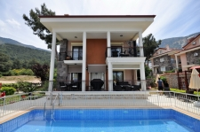 4 Bedroom Detached Villa with Swimming Pool