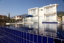 4 Bedroom Triplex Villa with Swimming Pool