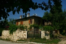 Traditional Side Villa Mature Garden 3 Bedrooms for sale