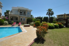 Side Villa with Large Pool 4 Bedrooms for sale