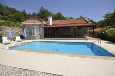 Spacious Bungalow with a Large Garden and Private Pool