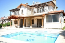 Detached Villa with Private Swimming Pool and Large Garden