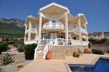 3 Bedroom Detached Villa with Pool and Mountain View