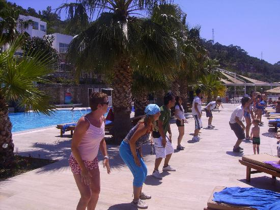 Pool Dance in Torba