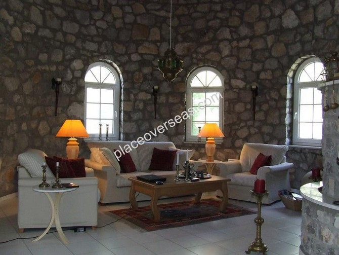Choice of internal aspects - exposed stone or white finish can be applied