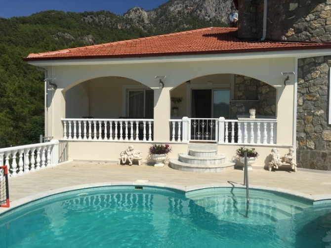 6 Bedroom Detached Villa with Amazing Lake & Mountain Views