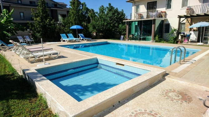 1 Bedroom Apartment with Shared Pool For Sale