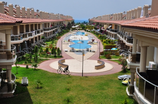 2 Bed Ground Floor Apartment with Sea View