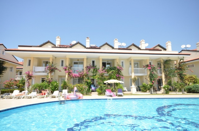 Beach Front Town House With Sea and Mountain Views, Calis