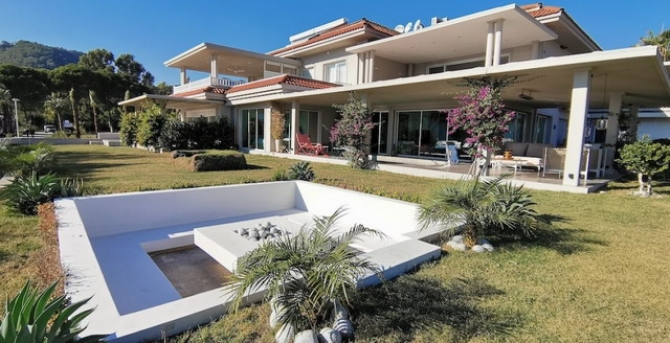 Luxury Sea Front 2 Bedroom Gocek Apartment with Private Pool