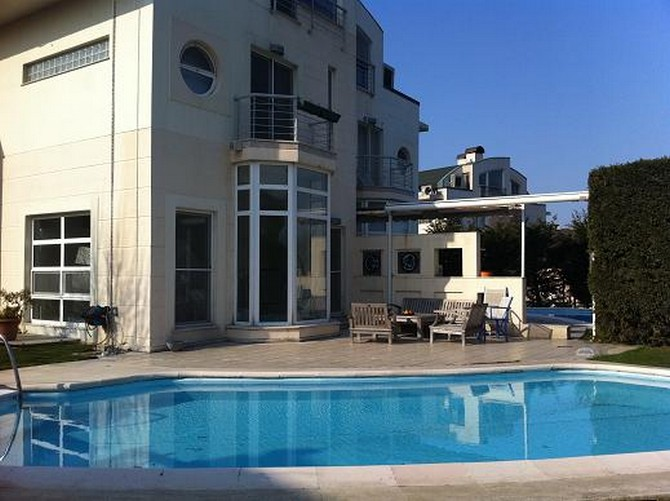 Spacious House in Istanbul with Private Pool 5 Bedrooms