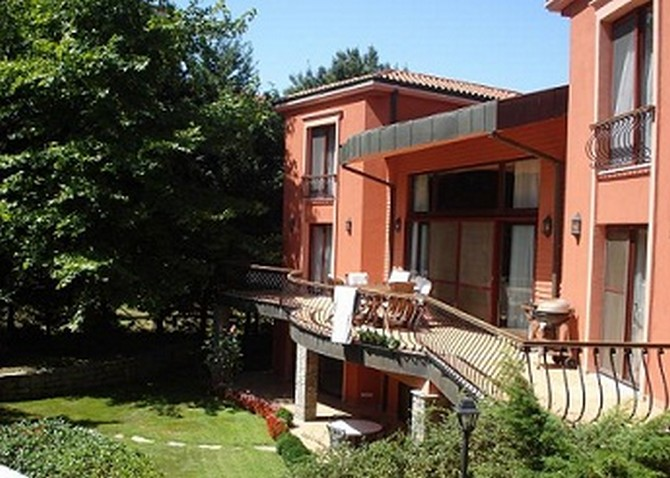 Istanbul Villa with Excellent Facilities