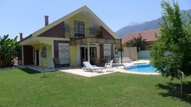 Villa for sale in green Kemer close to Antalya centre