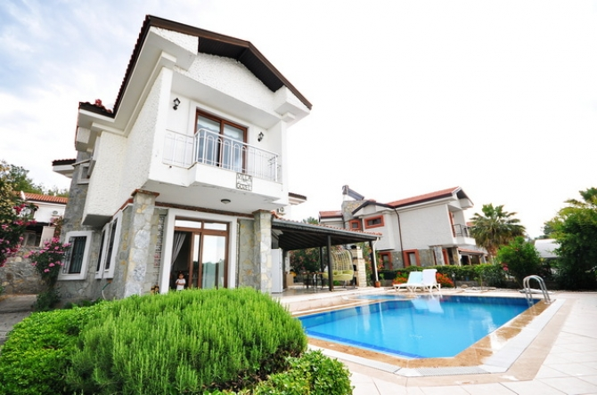 4 Bed Stone Built Detached Villa with Private Pool & Garden
