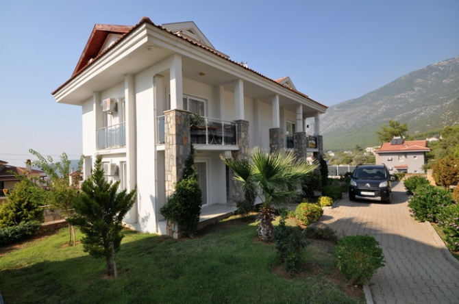 2 Bed Ground Floor Apartment with Shared Swimming Pool
