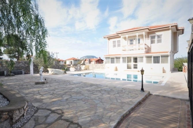 5 Bedroomed Detached Villa with Large plot area