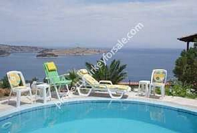 Private pool overlooking the Aegean