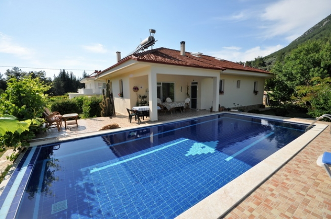 4 Bedroom Detached Bungalow with Private Plot and Pool