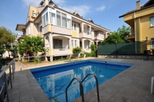 2 Bedroom Ground Floor Apartment with Shared Swimming Pool