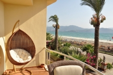 3 Bedroom Beach Front Duplex Apartment with Sea View