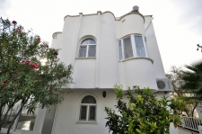 2 Bedroom Semi Detached Villa with Garden For Sale