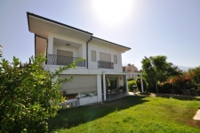 Centrally Located Luxurious 6 Bedroom Detached Villa