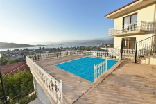 3 Bedroom Apartment with Shared Pool